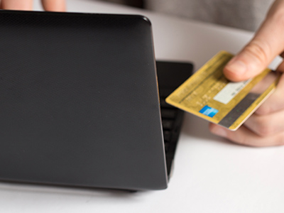 クレジットカードで決済をする